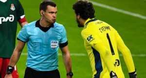 Вратарь «Локо» дисквалифицирован на два матча за оскорбление фанатов