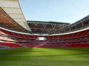 Решающие матчи Евро все же пройдут в Лондоне